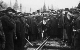 driving-the-last-spike-on-the-canadian-pacific-railway
